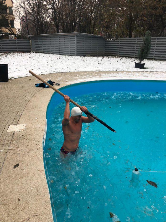 Paul Georgescu se antreneaza in conditii extreme. Fostul poloist dezgheata apele