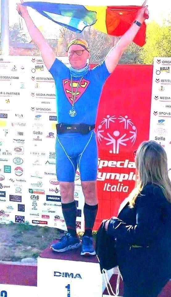 Cristi Borcan este recordman. In urma cu doi ani era obez, sedentar de 120 Kg!