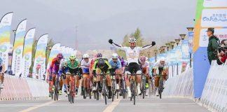 Eduard Grosu a terminat etapa din China in picioare, cu saua bicicletei rupta
