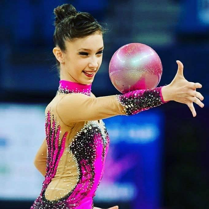 Andreea Cristina Verdes este medaliata la gimnastica ritmica