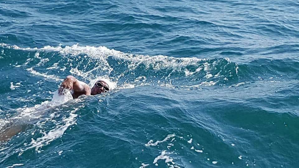 Record pentru Paul Georgescu. E primul roman care inoata 100 km in conditii aparte