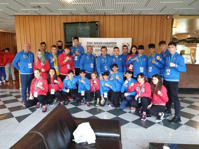 Românii pugiliști şi-au asigurat a zecea medalie la Campionatele Europene de box