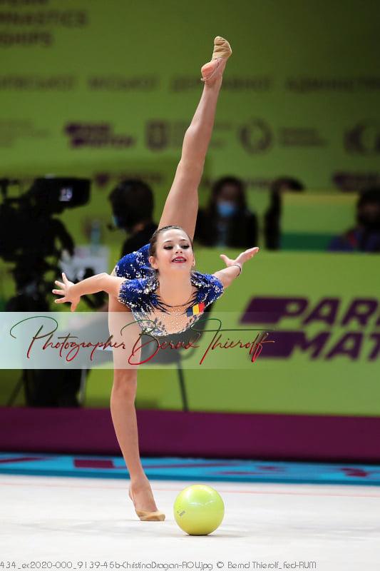 Surorile Drăgan au evoluat la Campionatele Europene de gimnastică ritmică de la Kiev