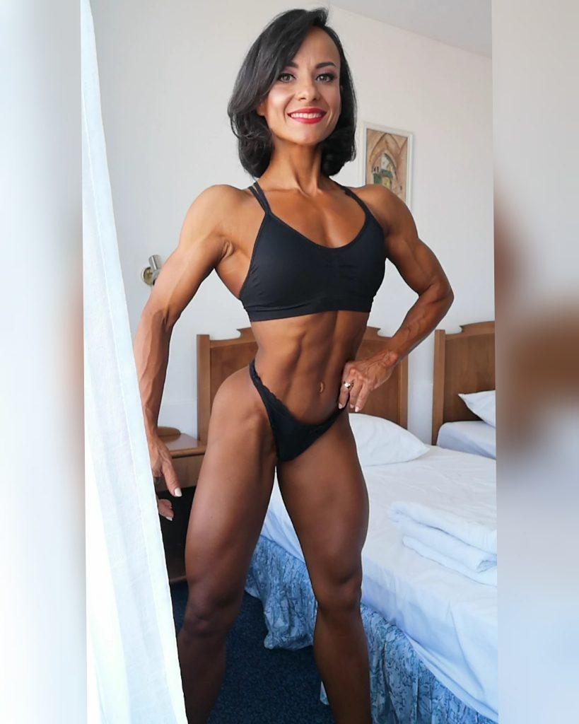 Body Fitness cu Daniela Martinescu, medaliata cu bronz la Mondiale in 2020