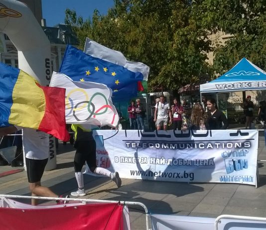 10 ani de alergare in 242 maratoane!10.000 km cu drapelul Romaniei