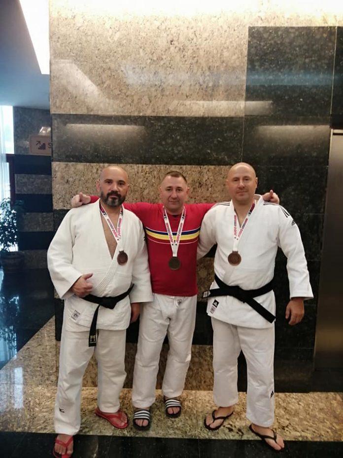 Remarcați la Campionatele Naționale de Judo pentru veterani.